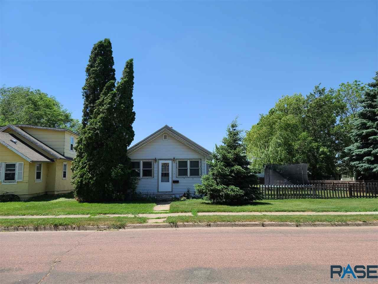 213 S Lee Ave SD 57042